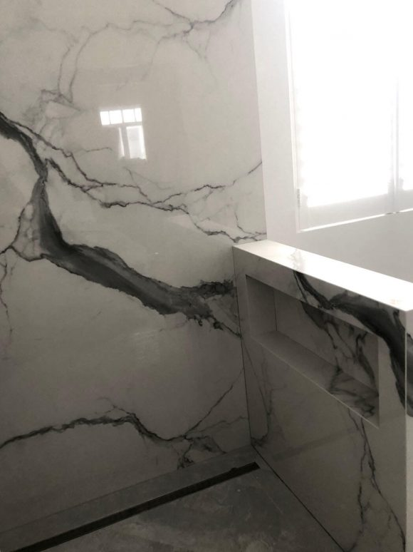 Bathroom walls in Quantum 6 porcelain 580x774 - Home