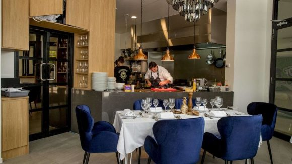Restaurant and Wine Bar Broadbeach Gold Coast 580x326 - Commercial and Shop fitting